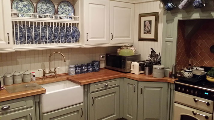 Hand painted kitchen cabinets in woodthorpe for Kitchen colors with white cabinets with hand drawn wall art